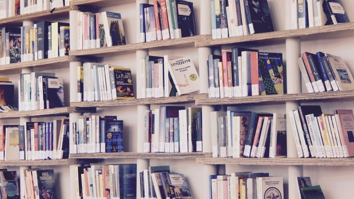 9 замечательных книг для борьбы с плохим настроением